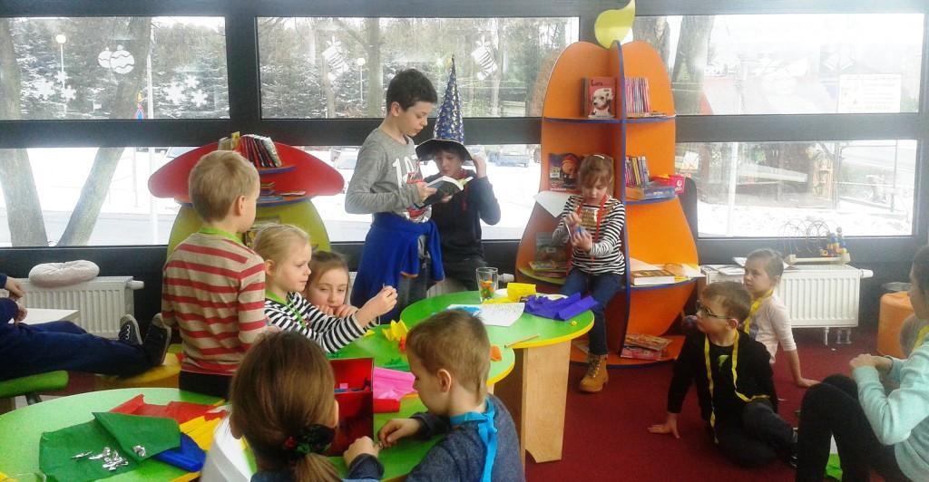 Uczniowie z domu Gryffindor uwielbiają czytać opowieści o młodych czarodziejach